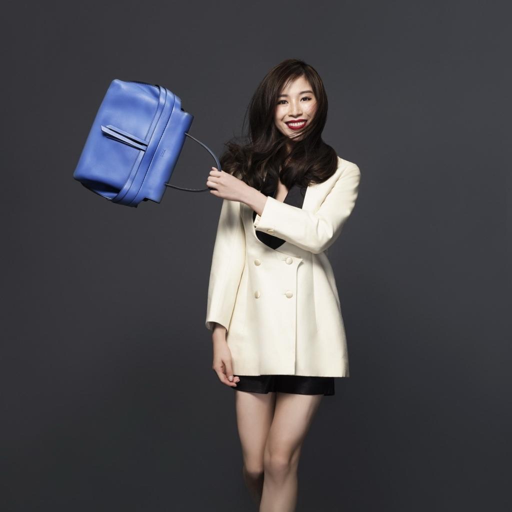 todsfw2015Anina Ho in Tod's Wave Bag 2
