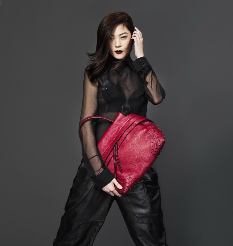 todsfw2015Rene Chu in Tod's Wave Bag 2